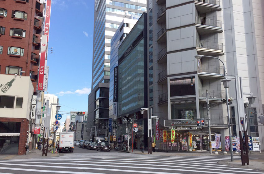 ライズ株式スクール名古屋校(AP名古屋)前の交差点